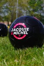 Ballon de foot J&M : Véritable ballon de football Jacquie & Michel en série limitée.